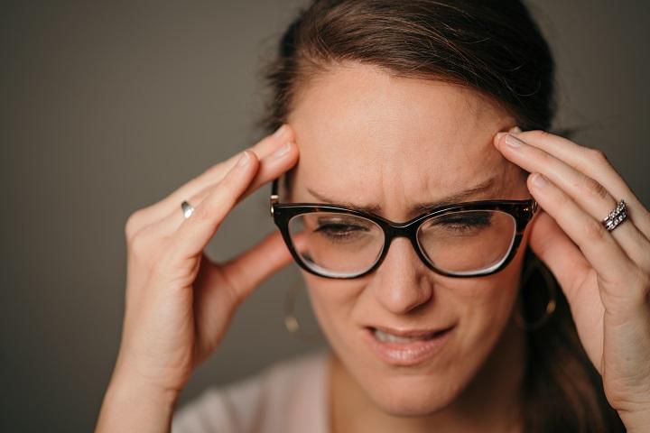 A száraz szem-betegség kezelésével javulhat a migrén is