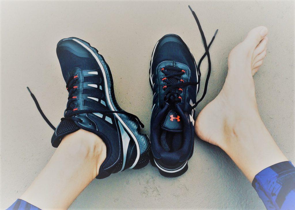 térdfájdalom cipő)